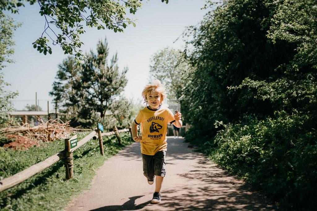 Tobias Sawyer running at zoo 001
